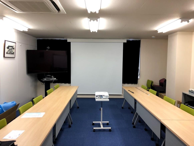 """わずか""""1.5日""""という短い施工期間でスッキリした快適な会議室に・・・"""